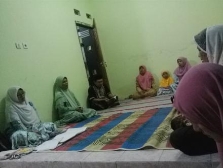 Perkumpulan rukun tetangga (RT) dan jimpitan di Dusun Numpukan